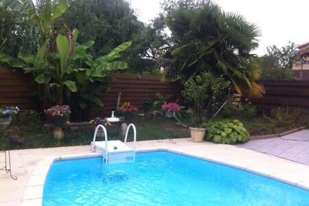 Belle maison tout confort avec piscine - Auch - Haus