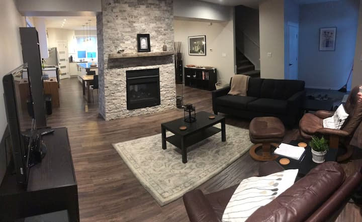 Modern custom built fully equipped home downtown