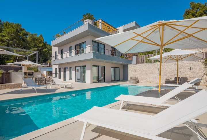 ISOLATED VILLA FOR 18 PEOPLE! WITH 2 HEATED POOLS!