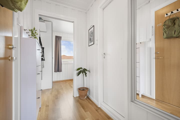 Brigt, stylish apt, 35m2, near Metro