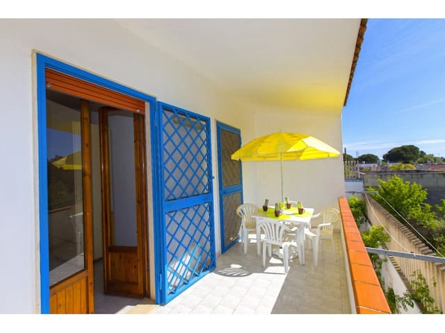 Casa Cosimo 7 at 900 meters from the beach of Salina dei Monaci at Torre Colimena