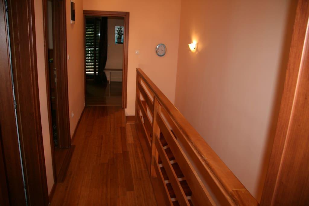 Вид на коридор 2-го этажа