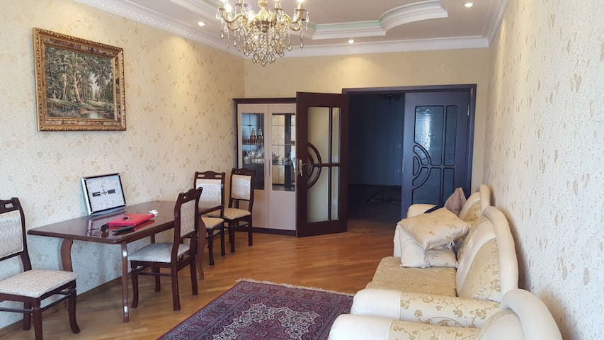 Beautiful, 5 guests, very close to metro
