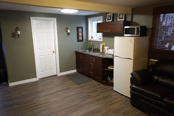 Central Niagara - Comfortable Upper Apartment