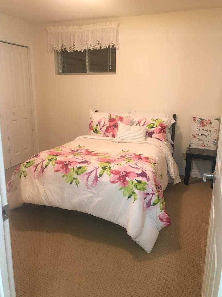 Bright and spacious room in Fort Macleod