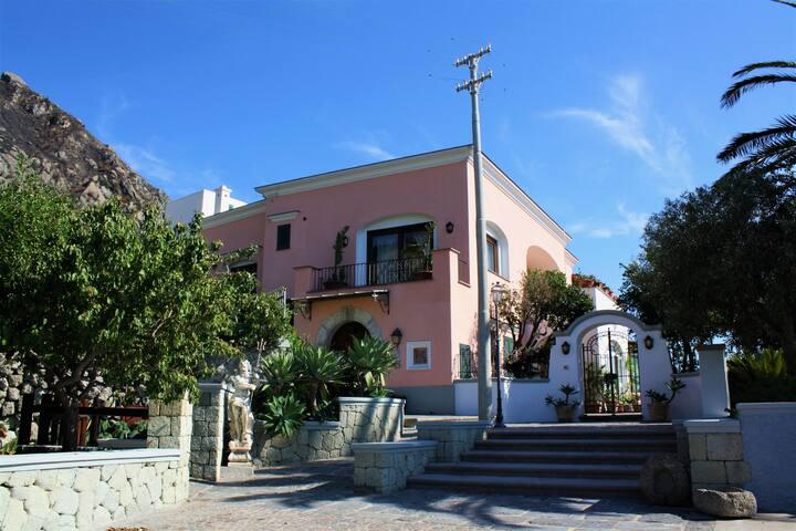 """""""La Scalinatella"""" in Villa Titina - Appartamenti"""
