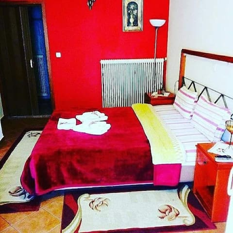 Guest House Sakis. Όρμα Λουτρά Πόζαρ.Τηλ (Phone number hidden by Airbnb)