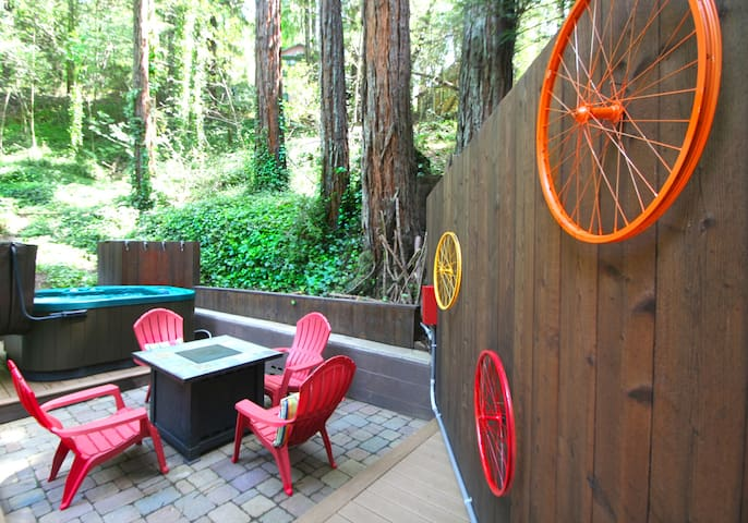 """Vino Velo""!Hot Tub, Redwoods 3 for 2 thru March"