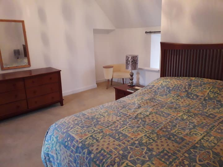 Large double ensuite room in centre of town