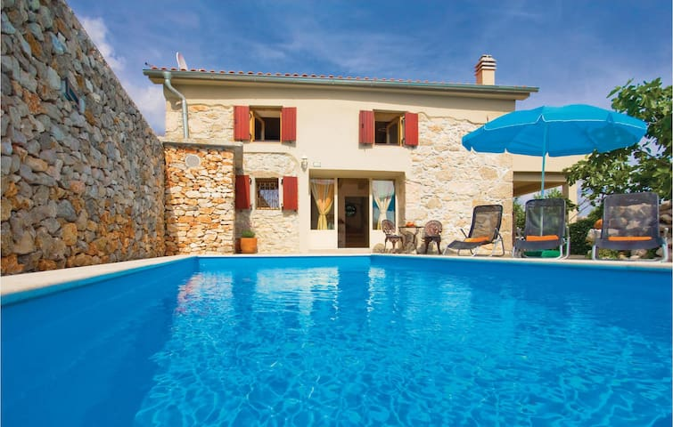 Holiday cottage with 2 bedrooms on 78m² in Krk