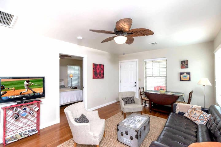 1 BR near Convention Center, spacious Guesthouse