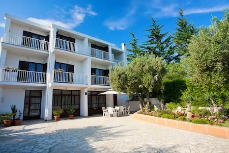 Rooms Amfora by IslandUnion - Krk - Bed & Breakfast