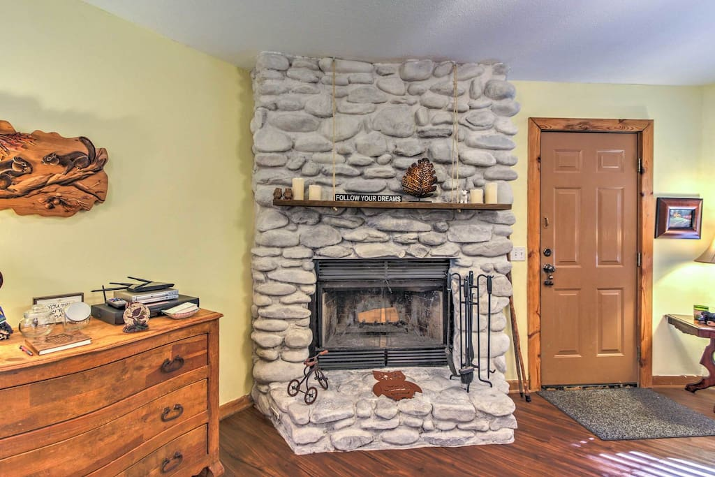 Gorgeous wood burning fireplace open Oct. 1-May 15