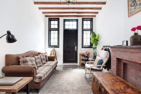 Old Shanghai Lanehouse, Loft Room, Own Bathroom - Shanghaï
