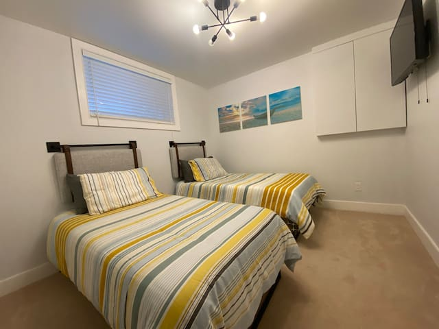 Basement bedroom with 2 twin beds.
