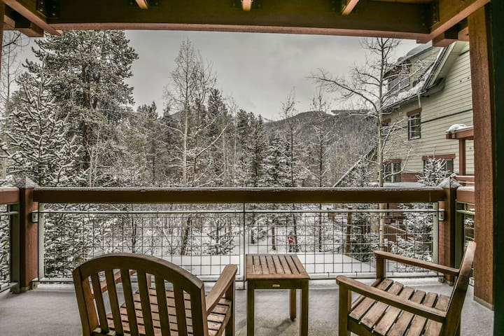Jack Pine 8006- Great location! Steps to the gondola! Hot tub!