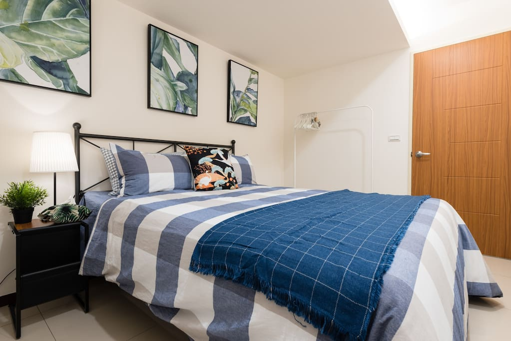 This kingsize bed in the bedroom has great space for two. The apartment has 3 kingsize beds and a big sofa bed!