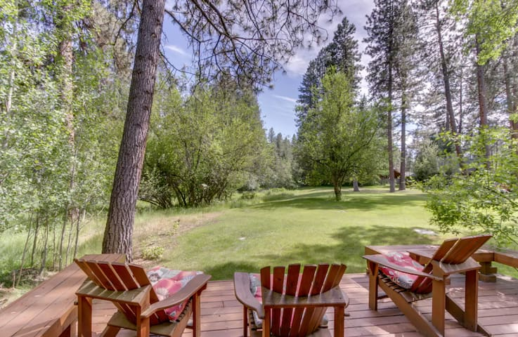Private cabin (1) located in the beautiful Metolius River Resort only Steps Away from the Metolius River - fishing, BBQ and more