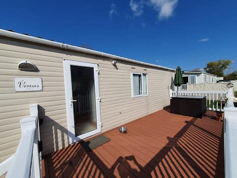 Holiday park home 2 minutes walk from the beach