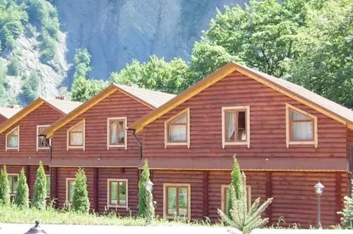 Двоповерховий котедж з двома спальнями (№4)
