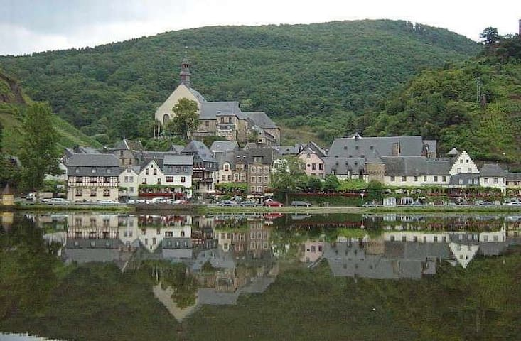 The quaint town of Beilstein just across the Moselle from Ellenz