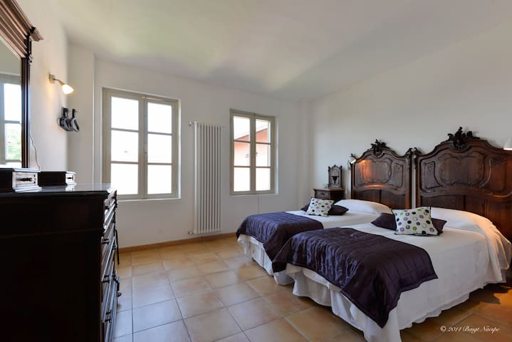 "Dobbel apartment ""Il Barone"": renovated old house"