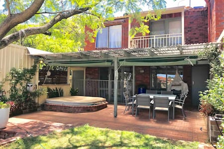 Private 2BR Town House/Villa, close to everything.