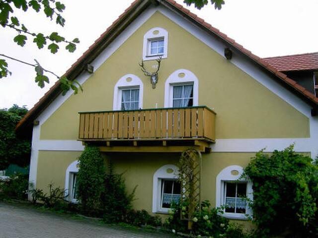 Schöne Ferienwohnung für 8 Personen in Neukirchen