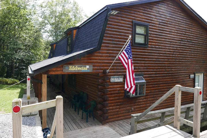 7 BR Cabin - Perfect Location - Family Fun - No Touch Check-in!