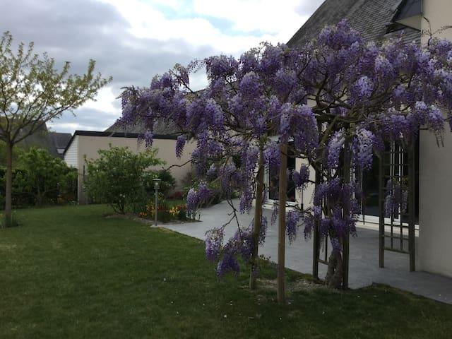 Chambre au calme, 150m Loire, Cyclistes Bienvenus