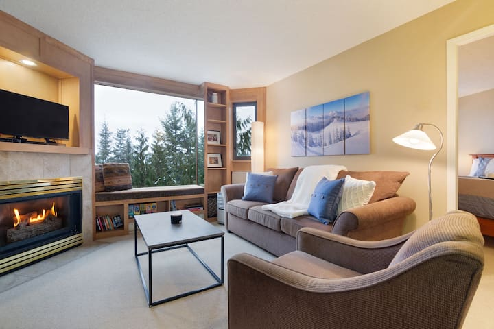 1BR next to slopes, Hot tub, Pool, Gym
