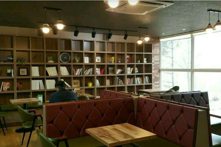 따뜻한 사람들이 머물다 가는곳 - Changhyeon-ro, Cheongju - Pis