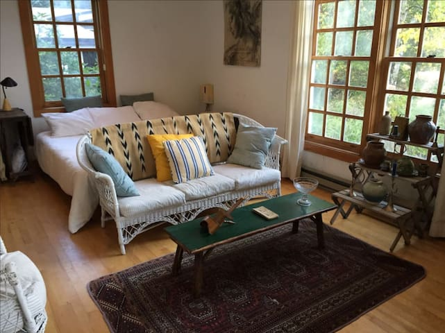 THE LOFT SUITE: 3 BR in the High Peaks for 10 - Keene Valley - Hus