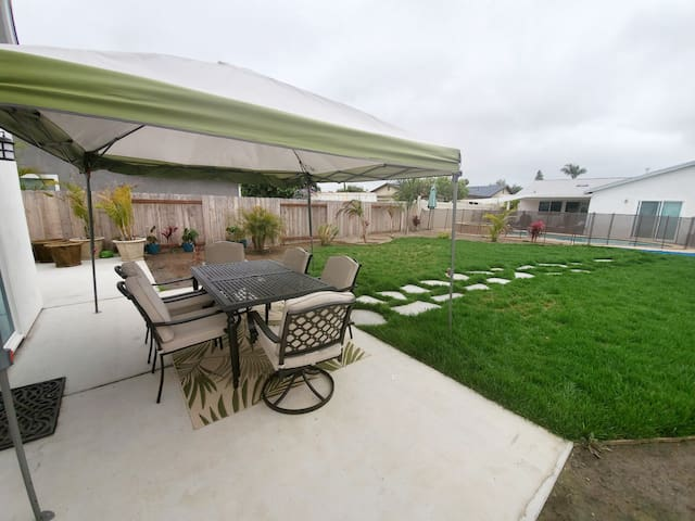 Relax on the outdoor patio set while you enjoy your coffee or have an outdoor meal