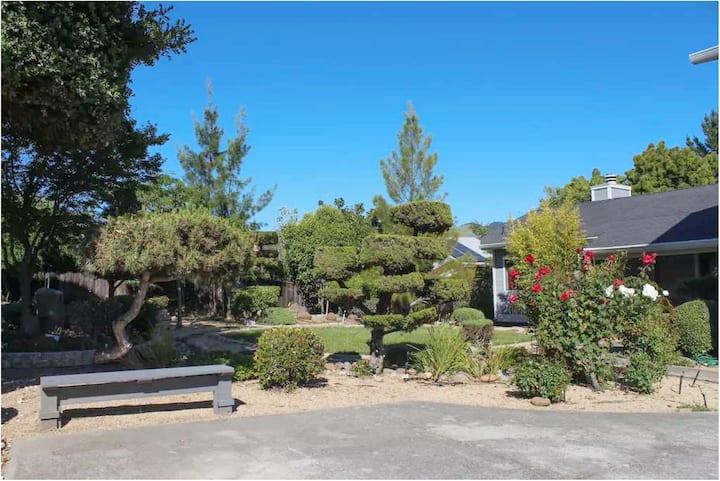 Hillside Retreat Private 2-Room Guest Unit & Pool