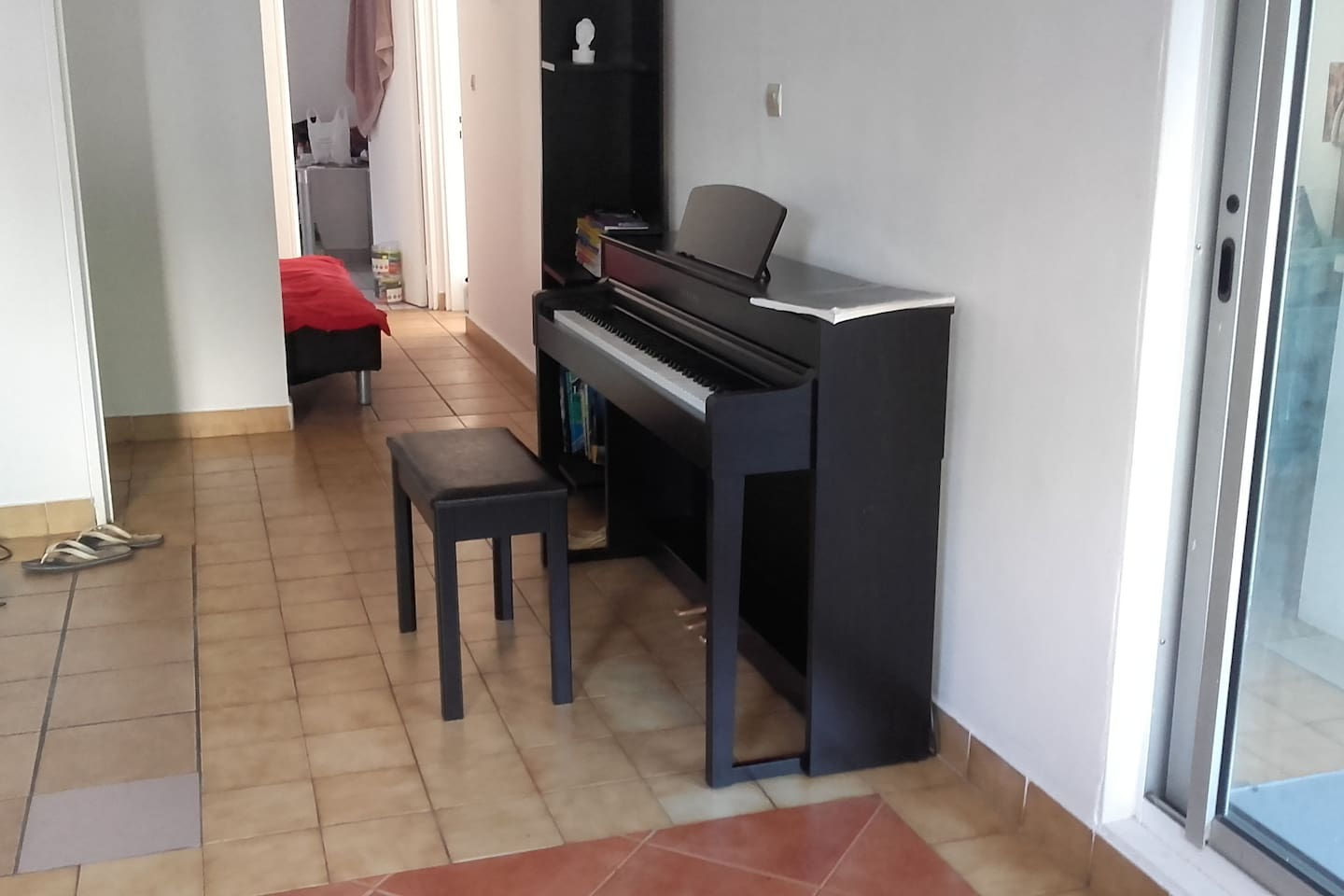 I'll add more recent picture if needed and a picture of the room. Note that it's an student appartment so it's not the GREAT room of your dreams, just a student room with some basics stuffs. Despite of this I have this piano and if you know how to play or if you want me to teach you i'd be pleased.