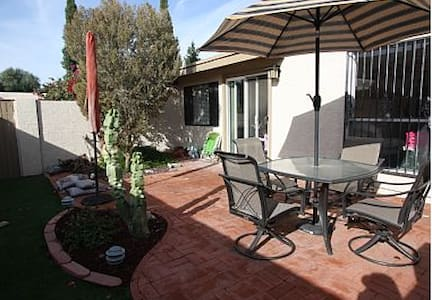 RIGHT IN THE HEART OF OLD TOWN - Litchfield Park - Casa a schiera