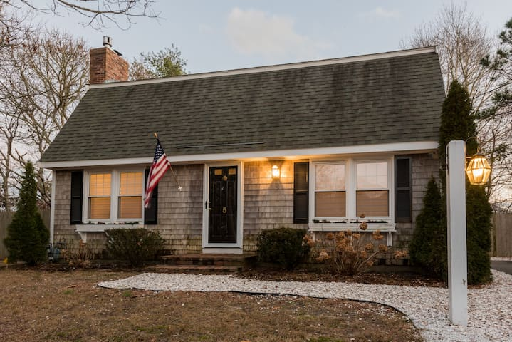 Little Cove Cottage with deeded water access