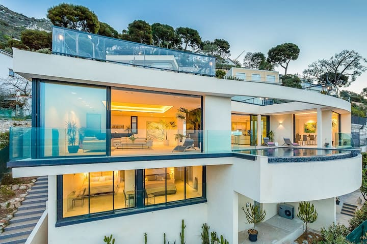 Superb property overlooking the bay of Eze - Èze - Dům