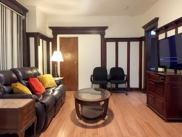 2BR APT Charming Old House by Subway Near NYC WTC