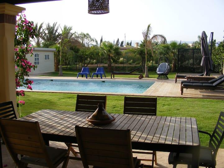 (184) Vaste villa entre Amis, très grande piscine