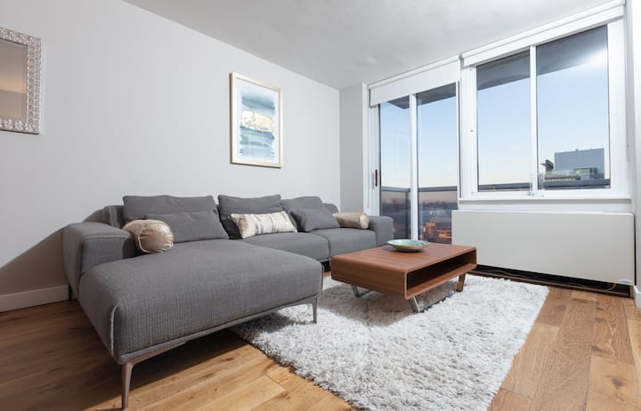 Gr8t. 1BD/GYM/Deck/BBQ in Midtown West/Time Square