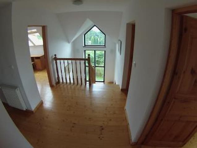 THE RETREAT OSIECZANY, KRAKOW, SLEEPS 8