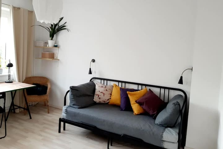 Cozy room, 25-30 mins from the city center.