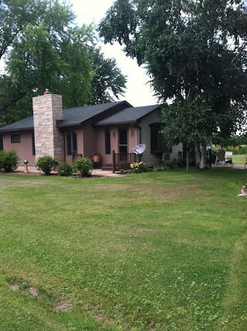Lake Poygan Wisconsin home on 1.5 acres - Fremont