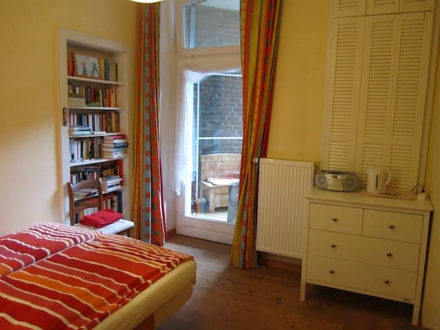 Quiet and cosy room with balcony / near Dokumenta