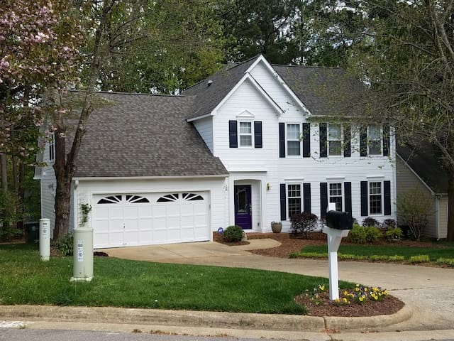 Bright, light-filled home in Cary!