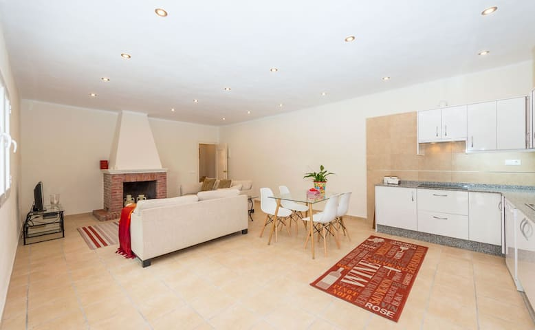 Spacious,private apartment for 2 at Casa Tara