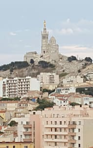 T3 vue sur Notre Dame de la Garde - Marseille