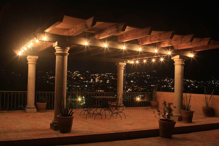 Spacious hacienda style home with stunning views!